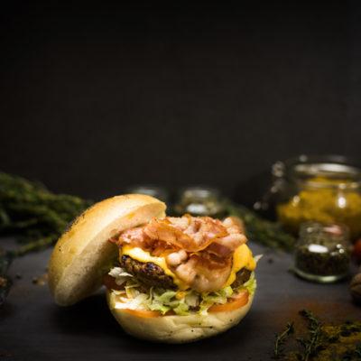 chisiamo-countryhousecarinaro-americanbaconburger-ristorante-pizzeria